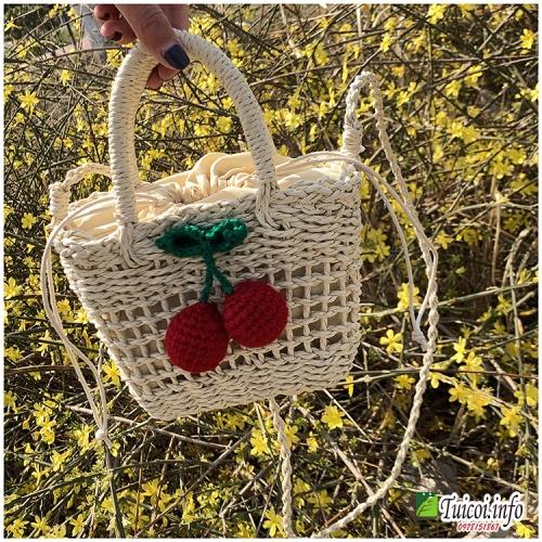 Túi cói đi biển hộp gắn quả cherry